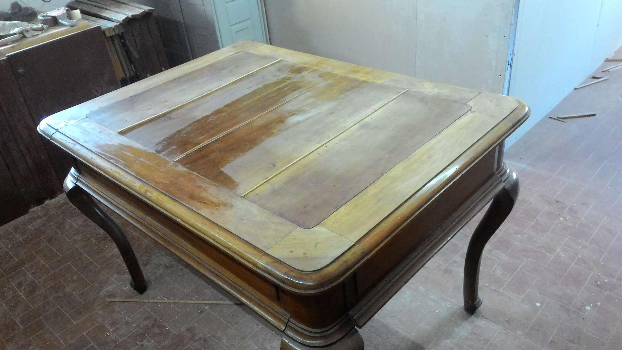 Wiederherstellung eines festen Tisch aus Nussbaum - RestauriRaia.com ...